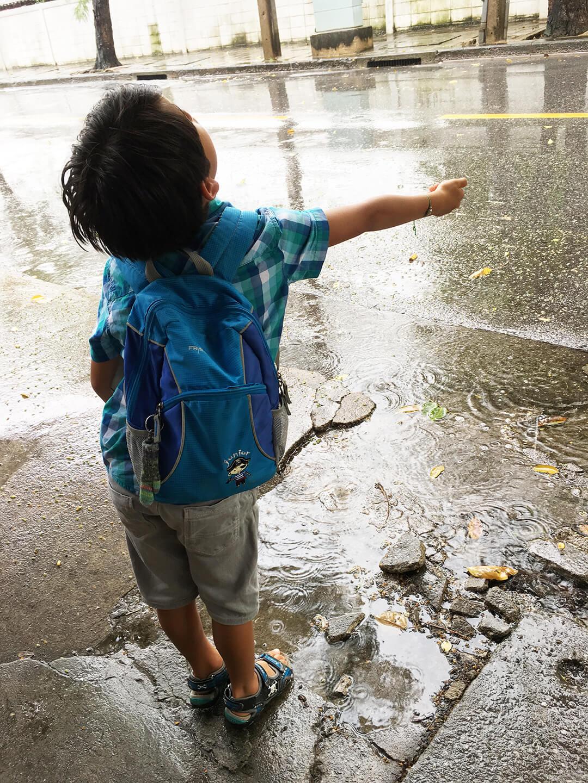 Kind aus dem Ausland adoptieren - Thailand im Regen